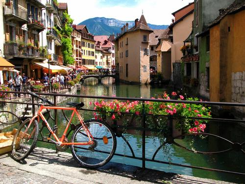 Undía soleado en Annecy, Francia